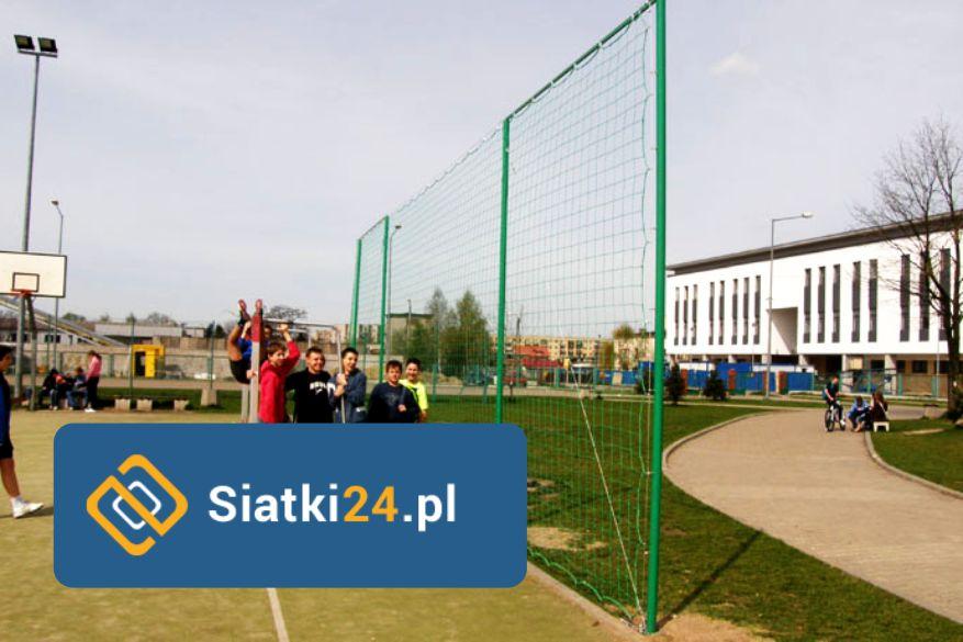 Siatka na ogrodzenie boiska wykonana z polipropylenu. Siatka na ogrodzenie boiska.
